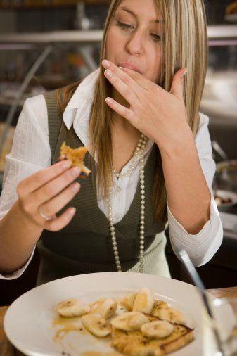 B grubunun diyeti   Kahvaltı  150 gram yağsız süt veya yağsız yoğurt veya 200 gram taze meyve, 4 adet kepekli kızarmış ekmek   Öğle  60 gram makarna veya 75 gram kepekli ekmek veya 60 gram kuru veya 180 gram taze bakla veya 200 gram haşlanmış patates (bir kaşık zeytinyağı ve maydanoz ile)  100 gram et (tavuk hariç- haftada 3 kez) veya 120 gram balık (kabuklular hariç- haftada 3 kez) veya 70 gram lor peyniri (haftada 7 kez)  300 gram çiğ veya pişmiş sebze, sos olarak 1 kaşık zeytinyağı ve soya sosu.  200 gram taze meyve   İkindi  200 gram taze meyve   Akşam  Öğle yemeğindeki şemanın aynısı, yemekler tercihli olarak değiştirebilinir.